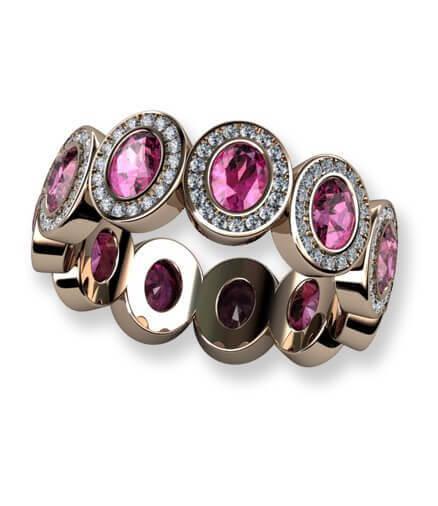 helalliansring i rött guld med diamanter och rosa safirer