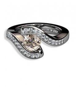 coffey färgad briljant och briljantslliapde diamanter i 18 k vitguld