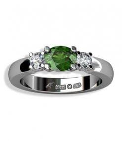 3 stensring med oval grön turmalin och diamanter i vitguld