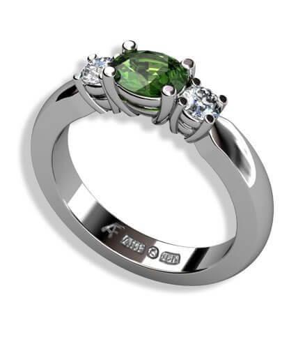 oval grön turmalin samt diamanter i vitguld