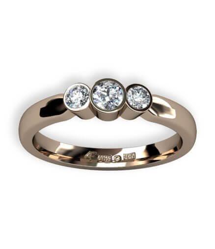 trestensring i guld med diamanter