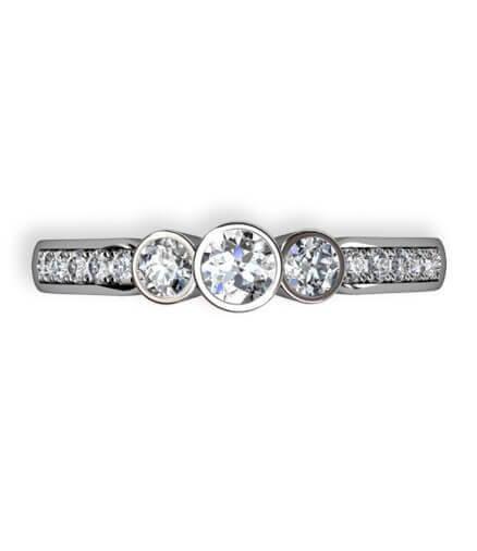 vitguldsring med 3 diamanter och små sidostenar