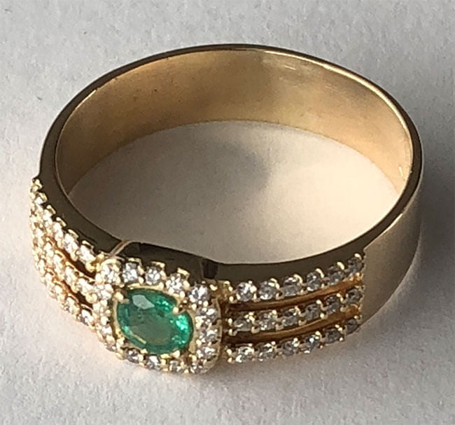 smaragdring med diamanter större storlek
