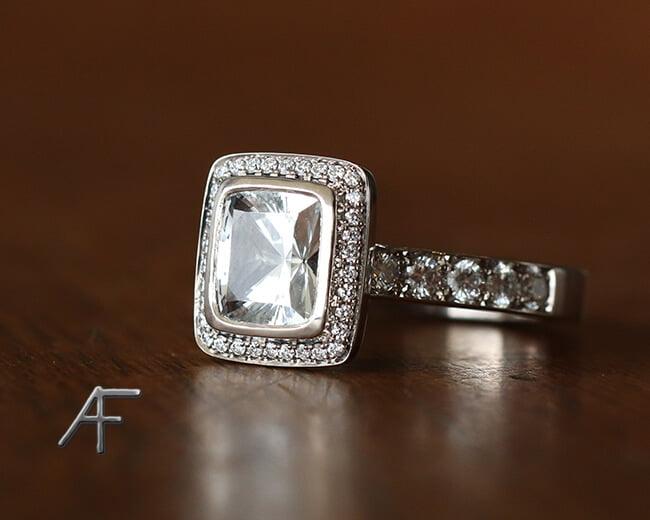 ring designas av guldsmed
