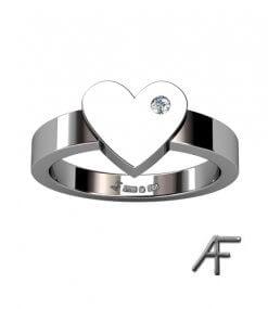 ring med hjärta och diamant